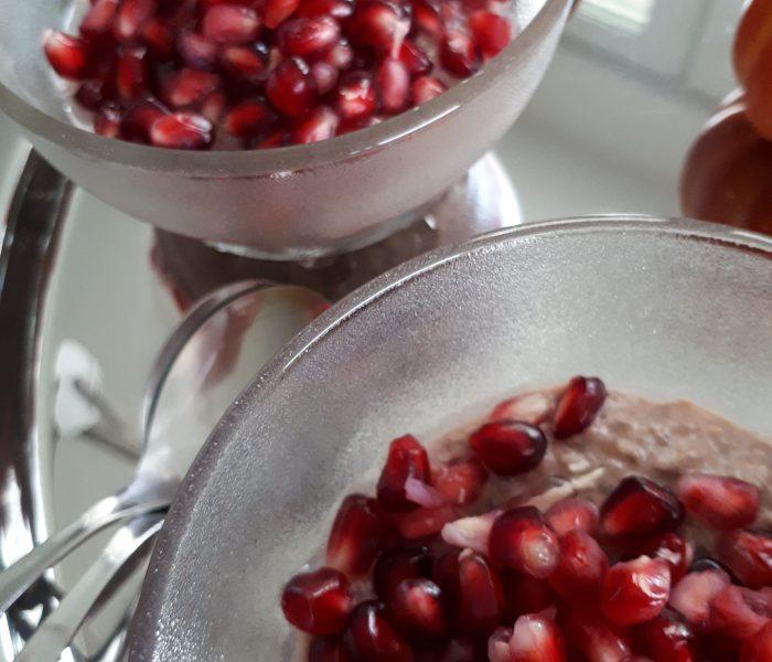 Schoko-Chiapudding mit Granatapfel
