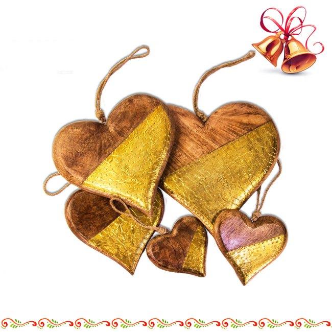Herzen aus Mango-Holz zum aufhängen mit Metall goldfarben