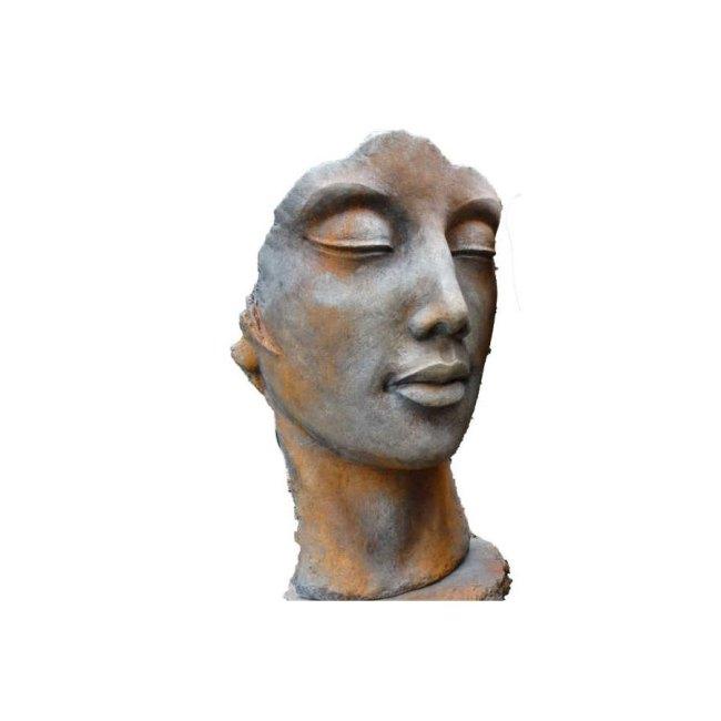 Steinskulptur Frau mit Rosteffekt
