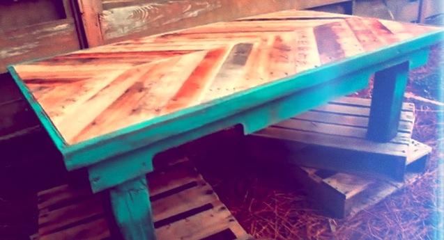 kaffeetisch aus altem palettenholz. Black Bedroom Furniture Sets. Home Design Ideas