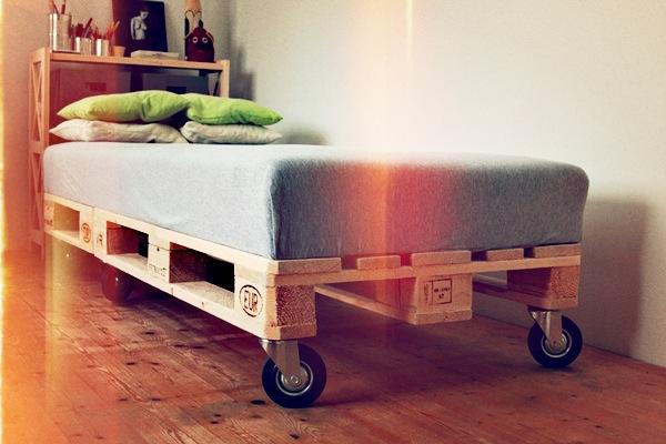 ideen f r paletten als bett ersatz. Black Bedroom Furniture Sets. Home Design Ideas
