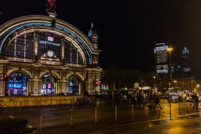 Foto Hauptbahnhof Frankfurt bei Nacht
