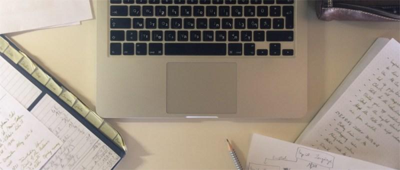 Foto Schreibtisch Masterarbeit