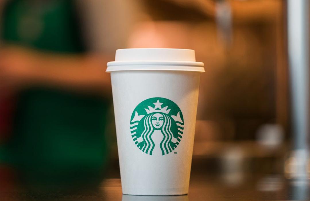 Starbucks ya prueba sus nuevos vasos compostables
