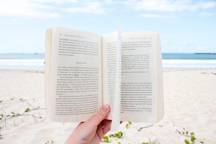 6 libros que te recomendamos leer este verano
