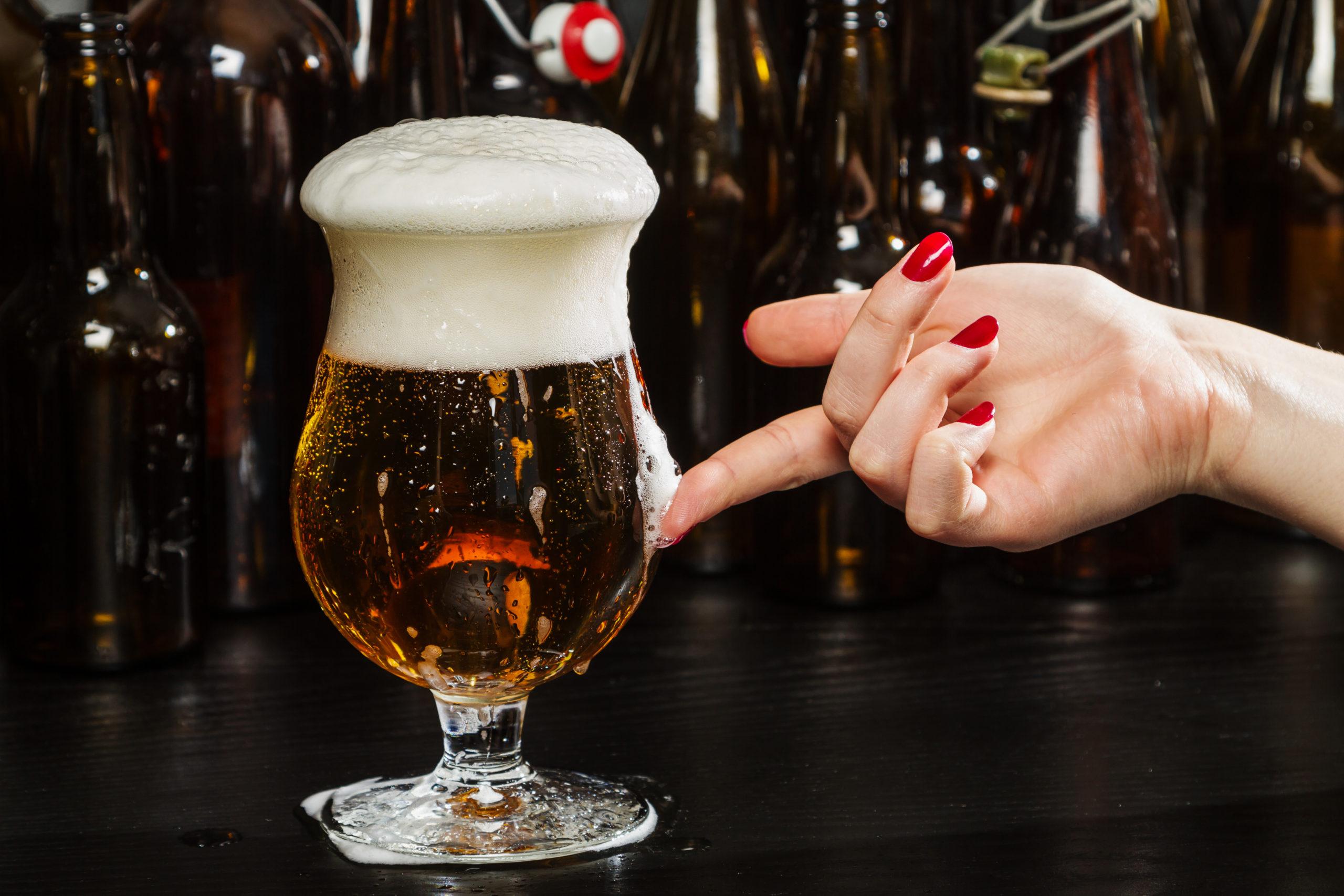 ¡Adiós, líneas de expresión! La cerveza es más efectiva que las cremas antiarrugas