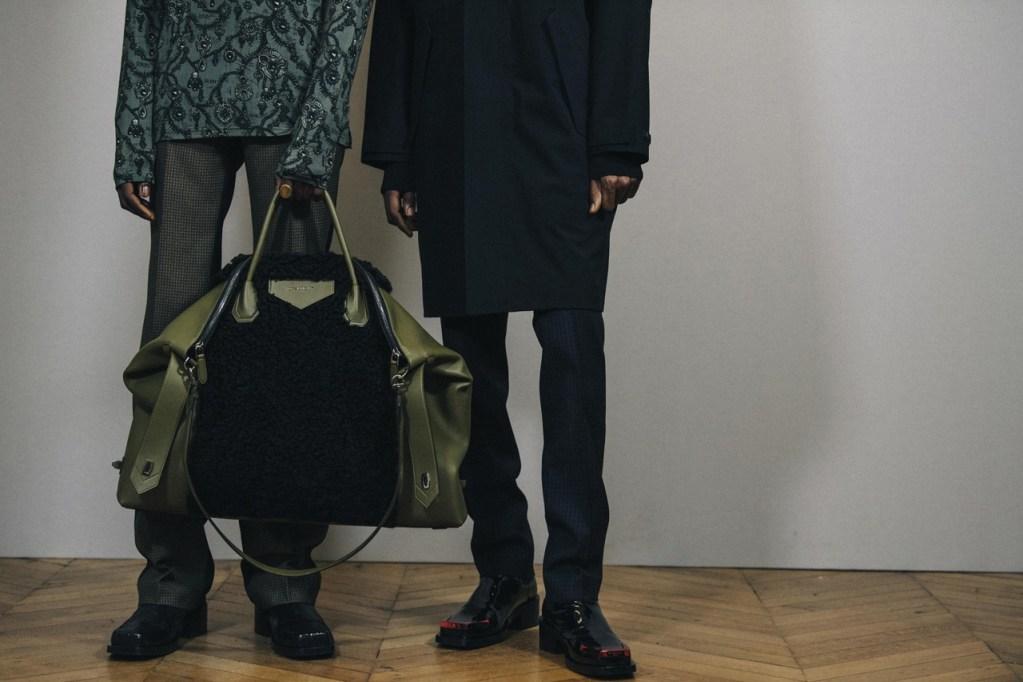 Givenchy presenta una increíble colección de bolsos para hombres