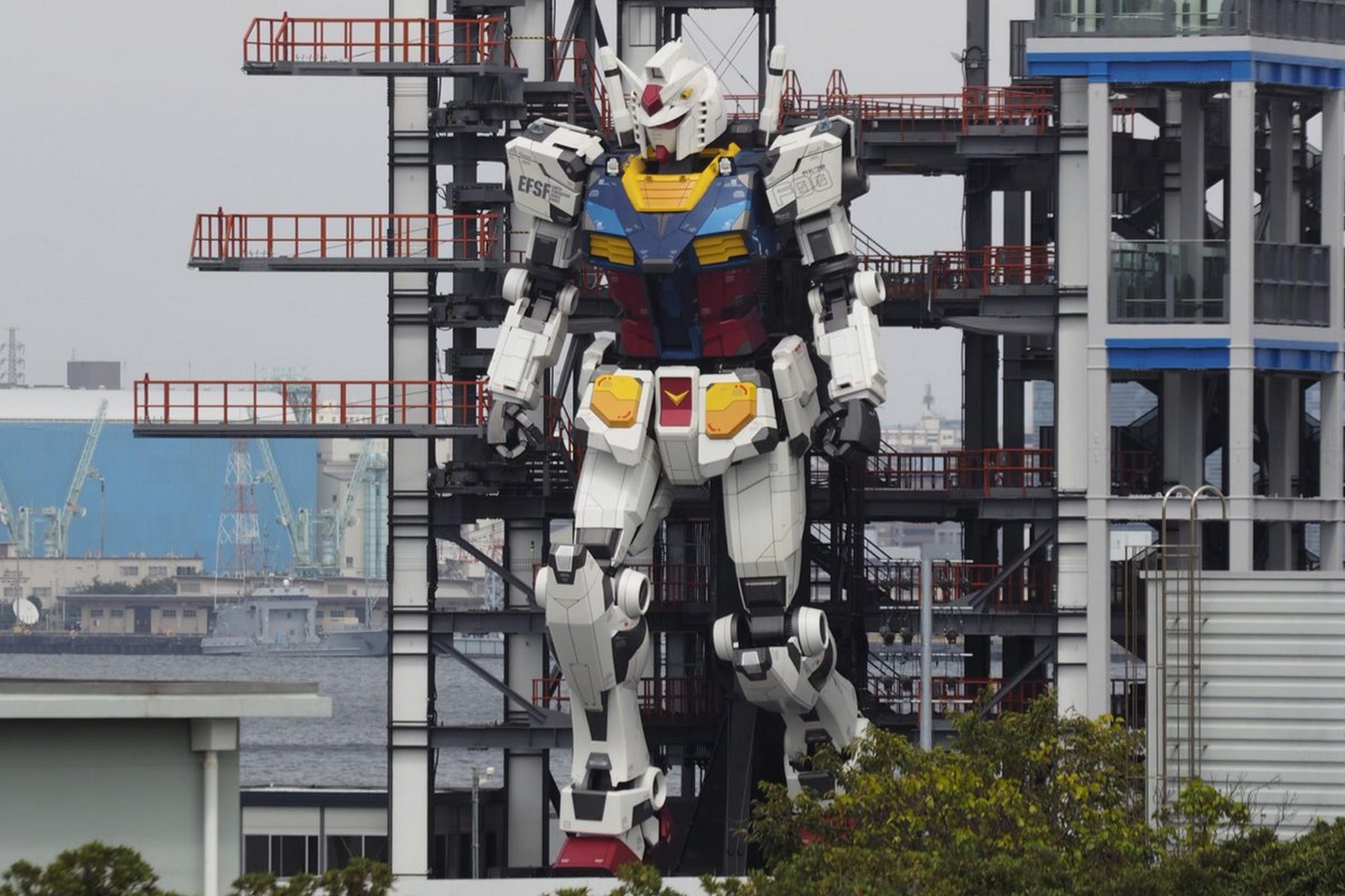 Te impactará el robot gigante de Japón que mide 18 metros y sabe caminar
