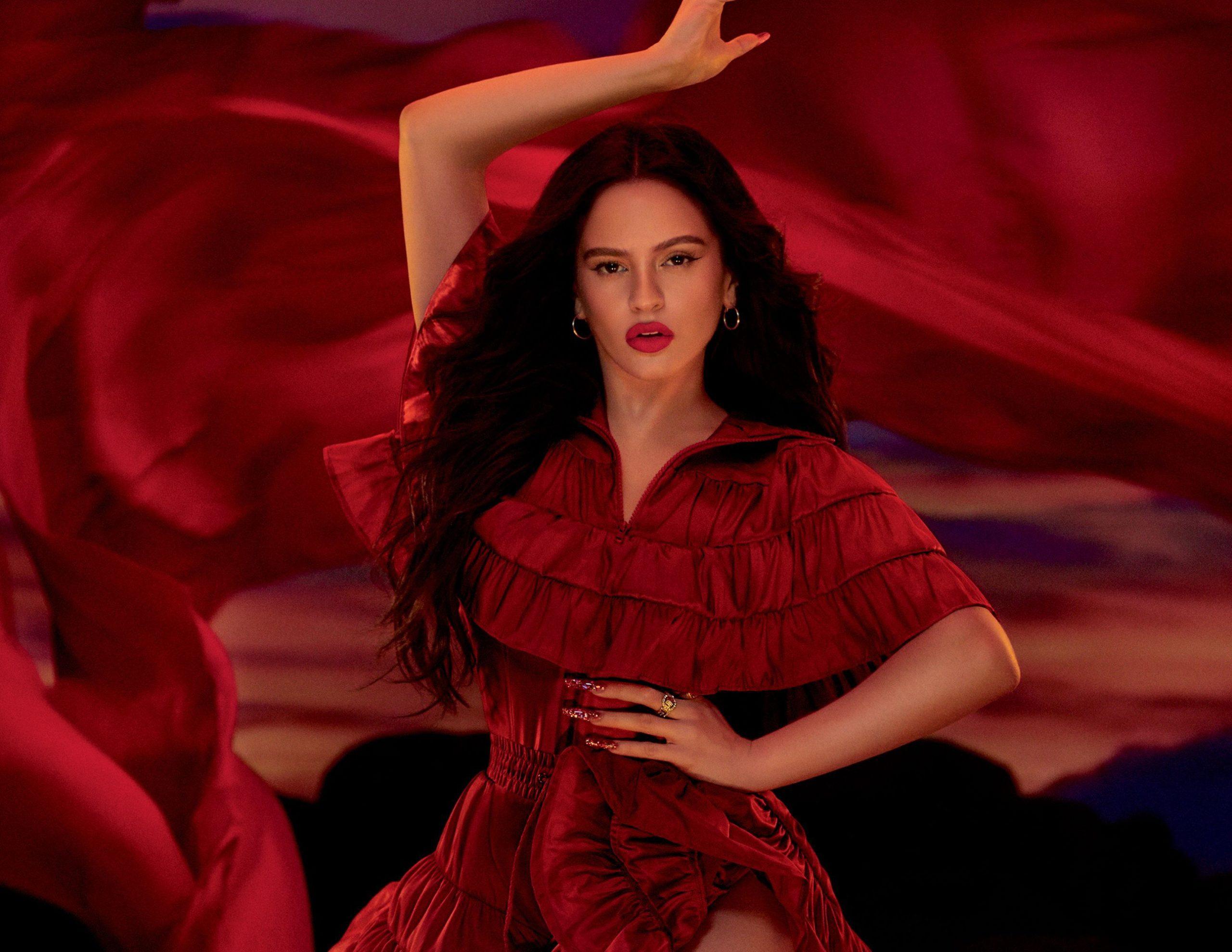 Rosalía se estrena como chica M.A.C Cosmetics con el labial Viva Glam