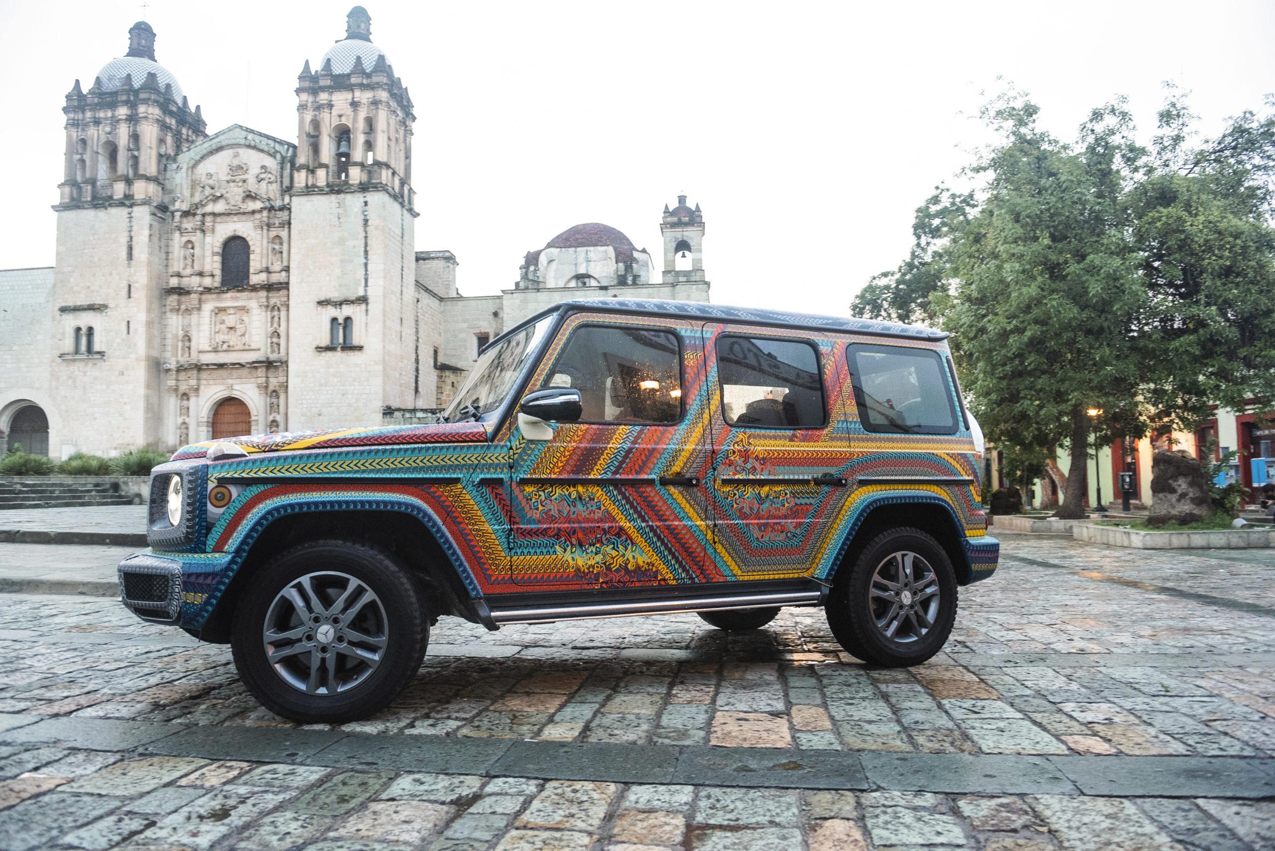 Artesanos oaxaqueños transforman camioneta de Mercedes-Benz en alebrije