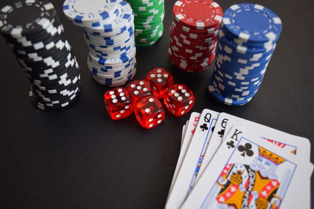 Cómo tomar mejores decisiones según una experta en póker
