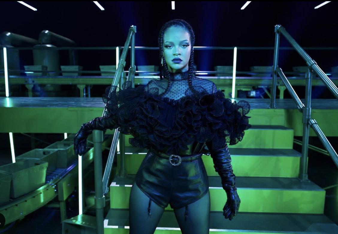 Rihanna demuestra que la lencería puede ser sexy para todos los colores y tipos de cuerpo