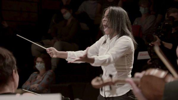 Glass Marcano: De vender fruta a dirigir una orquesta en París