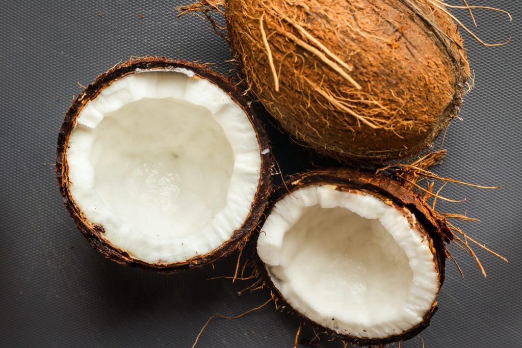 Descubren que las cáscaras de coco son útiles para salvar a millones de árboles