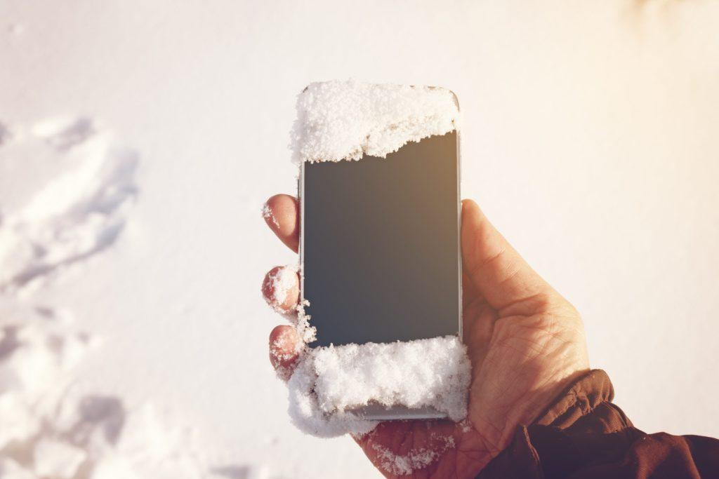 ¿Por qué es necesario proteger nuestro celular del frío?
