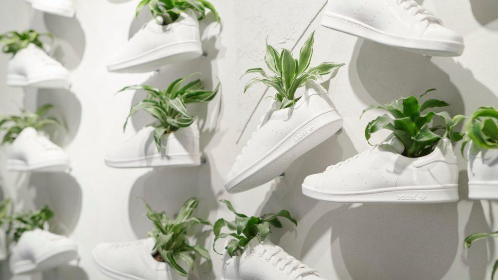 Adidas desarrolla tenis hechos 100% a base de plantas como parte de su plan sostenible