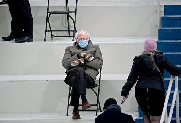 La curiosa historia de los guantes de Bernie Sanders que lo volvieron meme