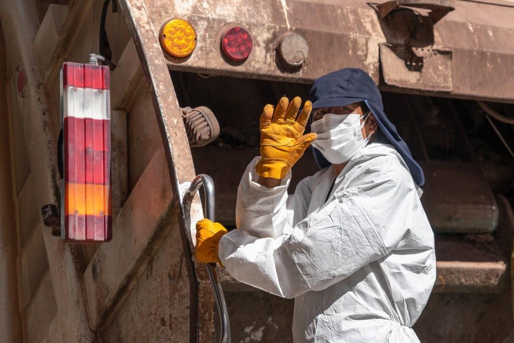 Desinfectar las bolsas de basura protegerá a los trabajadores de la limpieza pública