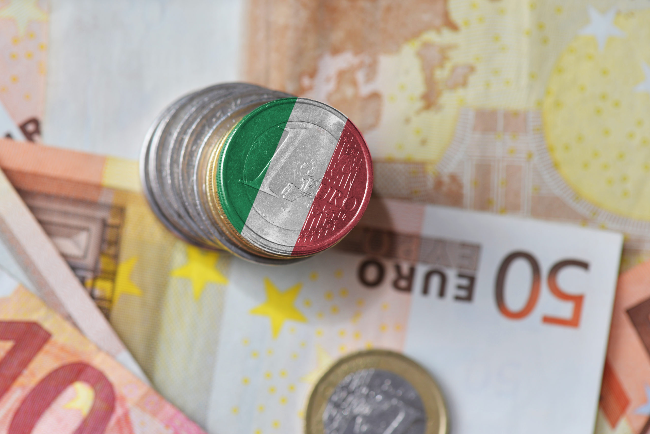 Italia agradece labor de médicos y enfermeras con moneda de dos euros