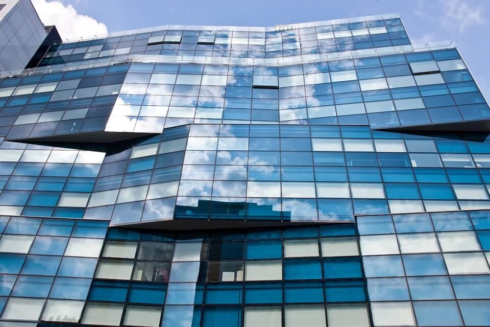 Científicos crean ventana inteligente que ahorraría hasta el 40% de energía eléctrica