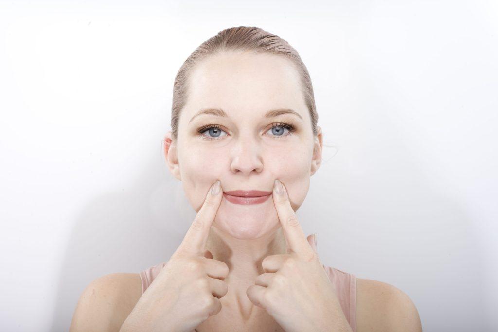 Yoga facial: el secreto para mantener un rostro joven