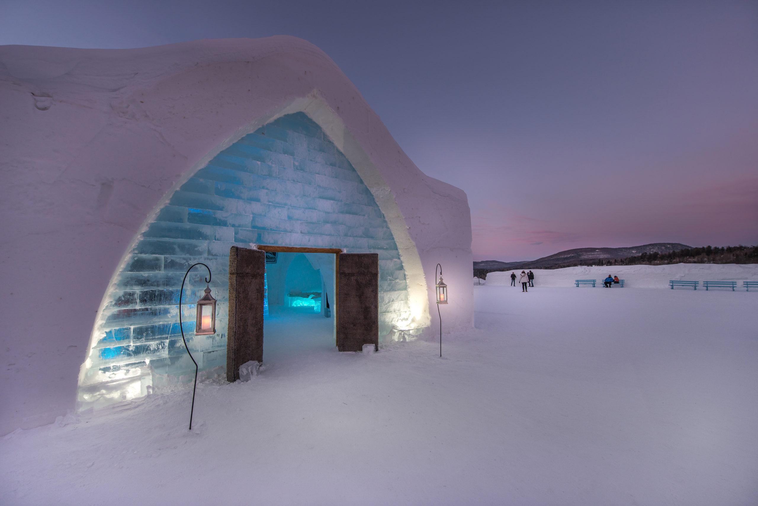 El hotel de hielo que reconstruyen cada invierno en Québec