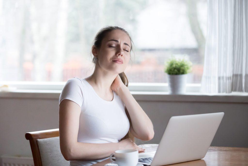 Text neck: síndrome provocado por la adicción al teléfono (y que va en aumento)