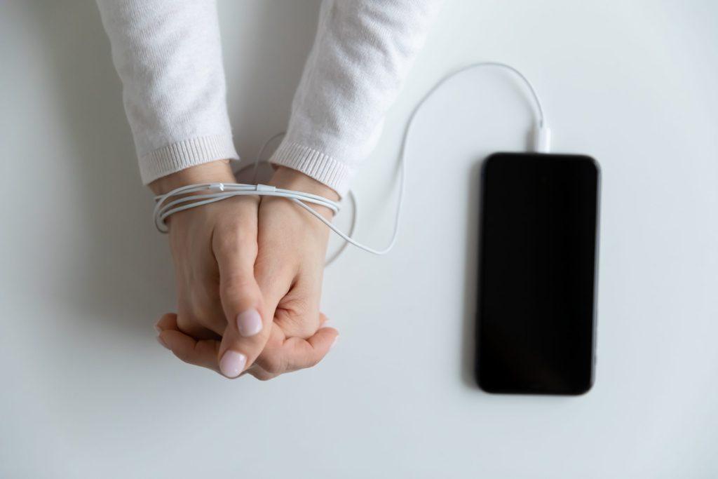 ¿Miedo irracional a quedarte sin celular? Tal vez padeces Nomofobia