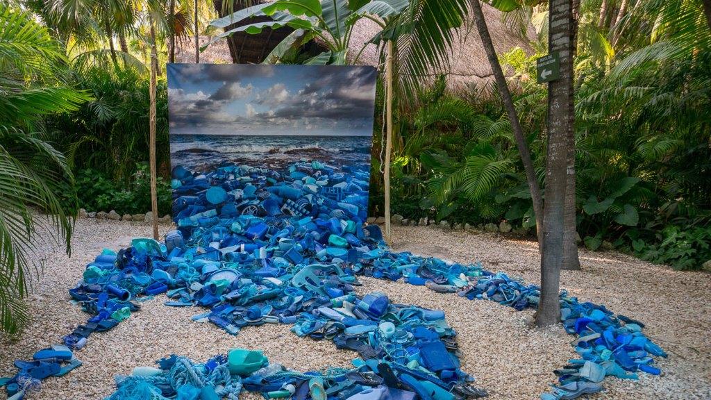 Artistas sustentables transforman la basura en grandiosas obras de arte
