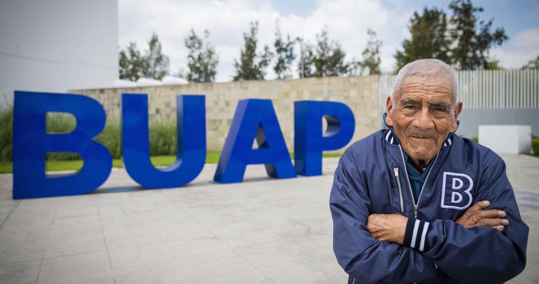 ¡Bravo! Felipe se graduó de Ingeniería a los 84 años (y piensa hacer una maestría)