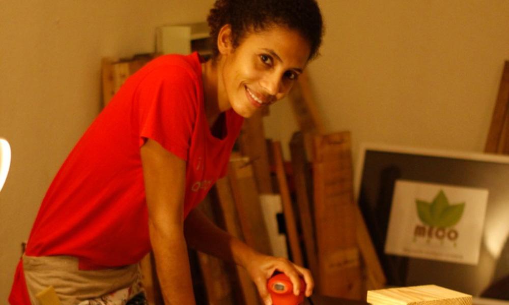 Ella es la mujer que creó artesanías ecológicas en República Dominicana
