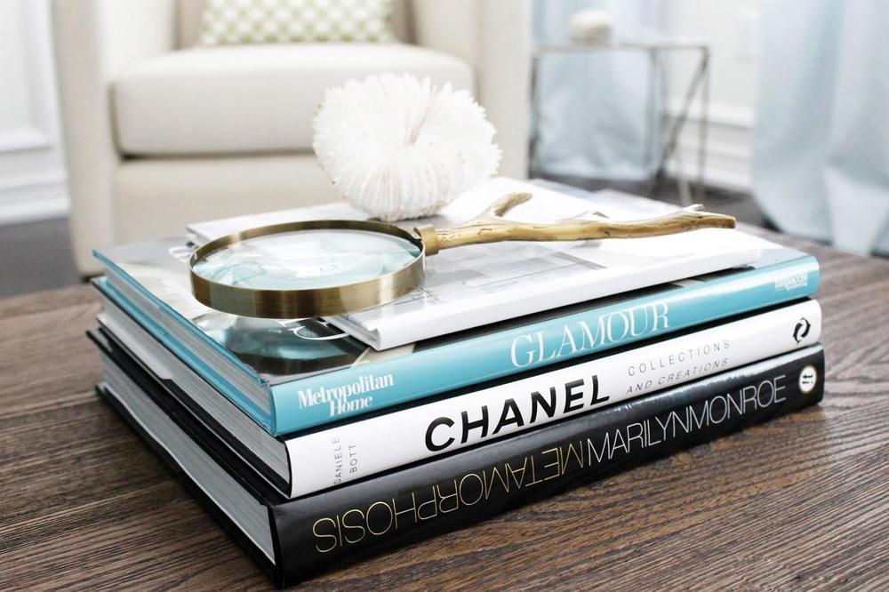 Estos son los 'coffee table books' que no pueden faltar en la sala de tu casa