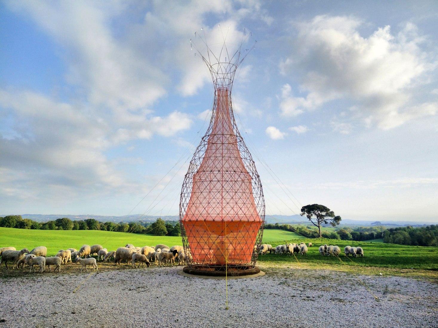 Construyen torre de bambú capaz de recolectar agua del aire