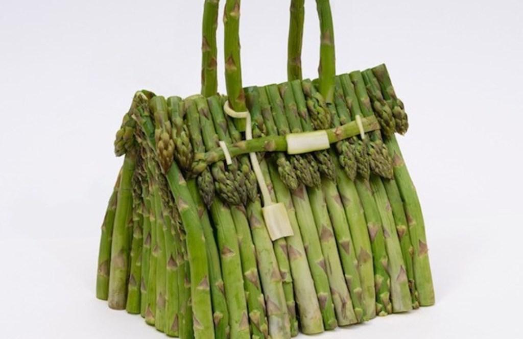Hermès presenta bolsos Birkin fabricados con vegetales reales