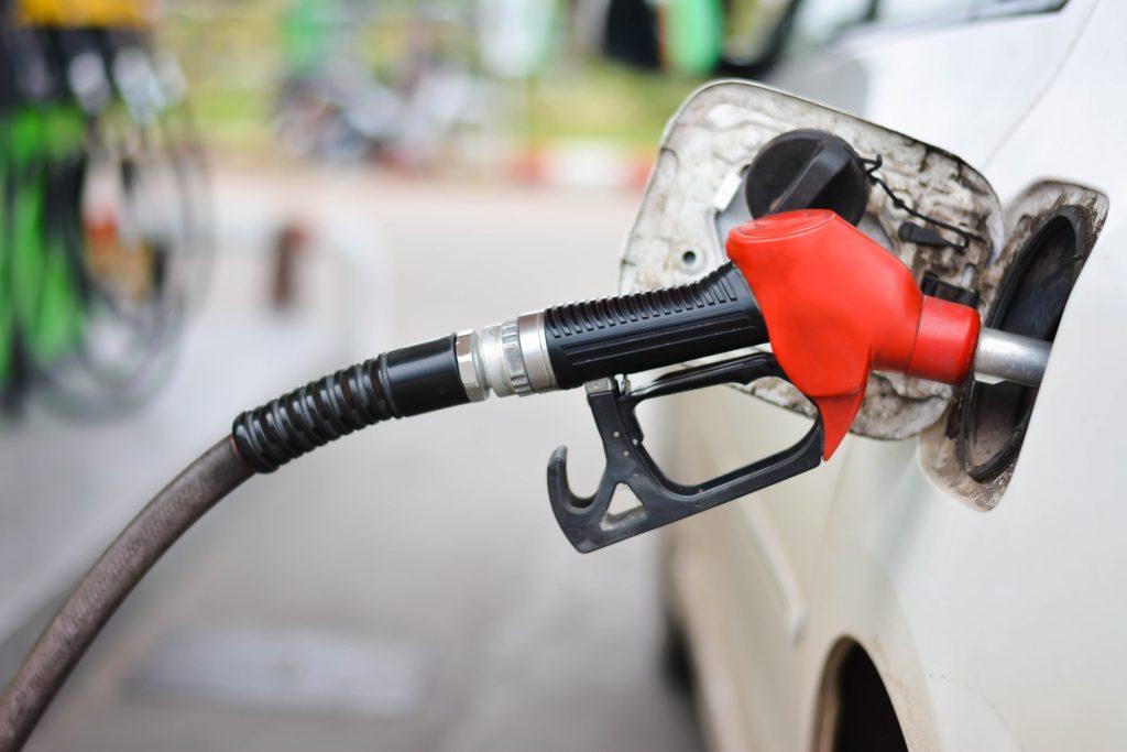 ¡Gran noticia! Se cierra la última refinería que producía gasolina con plomo en el mundo