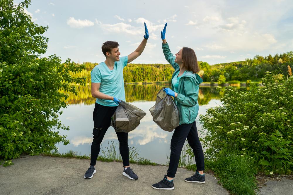 Plogging: el deporte que combina el ejercicio con el cuidado del medio ambiente