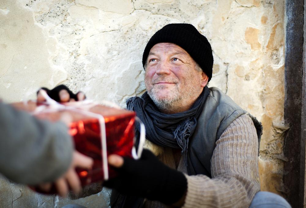 Formas prácticas para ayudar a las personas sin hogar
