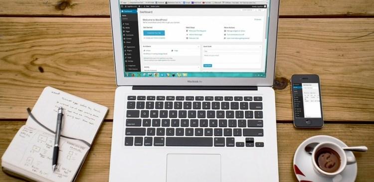 laptop 593673 1280 - WordPress Kommentare - Konfiguration, Strategie & Policy