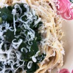 Pasta and spinach with walnut sauce