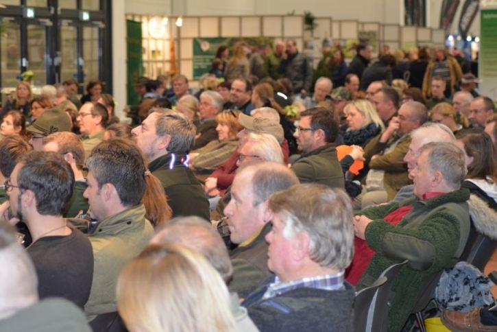 Ordentlichen Zulauf hatten einige Gesprächsforen auf der Messe (Foto: Vogler)