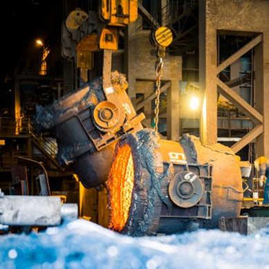 Materiały wykorzystywane w metalurgii muszą charakteryzować się dobrymi własnościami mechanicznymi i chemicznymi w wysokich temperaturach