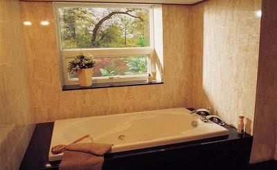 A bathtub in the White-Castle Hotel near Wolmyeongdong