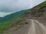 Droga do Shatili – mojego pierwszego, gruzińskiego końca świata. Niezwykłe, wielkie przestrzenie, których nie da się ogarnąć. Żal wyjeżdżać.