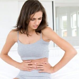 Можно ли пить парацетамол при месячных болях. Помогает ли парацетамол от боли при месячных. Как снять боль при месячных без медикаментов