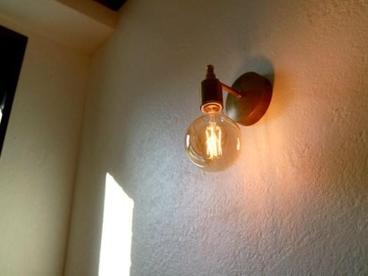 NUMBER SUGARの千駄ヶ谷工場にあるインテリアのランプ