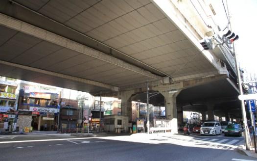 幡ヶ谷駅の高架下