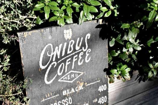 「ONIBUS COFFEE NAKAMEGURO」のメニュー看板