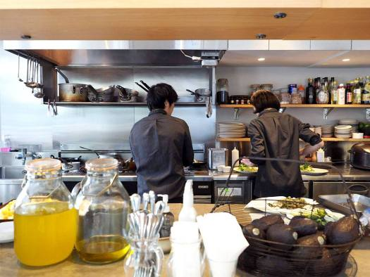 「REVIVE KITCHEN THREE AOYAMA」のキッチン
