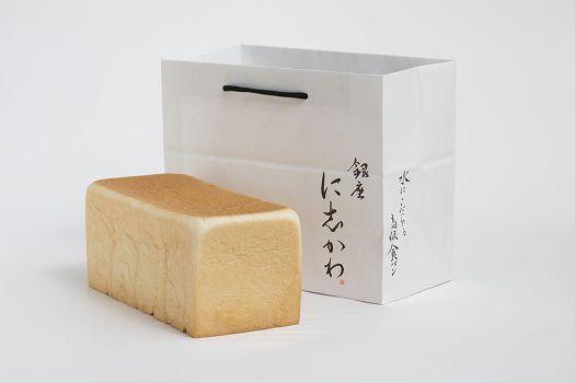 食パン専門店「銀座に志かわ」の食パンと紙袋