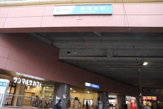 朝8時ごろの豪徳寺駅周辺
